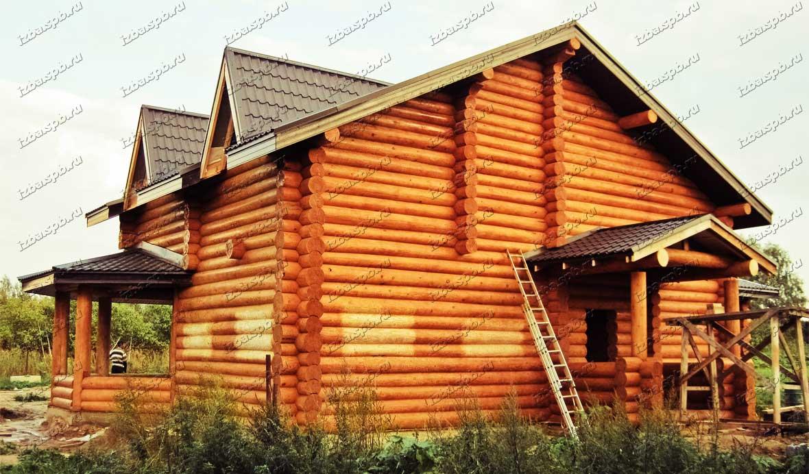 Деревянный-дом-из-круглого-бревна-в-Луге