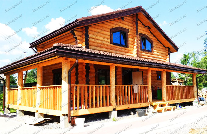 Дом из бревна ручной рубки в п. Рощино