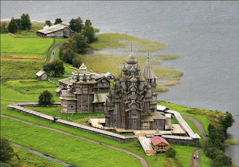 Архитектурный памятник-церковь в Кижах