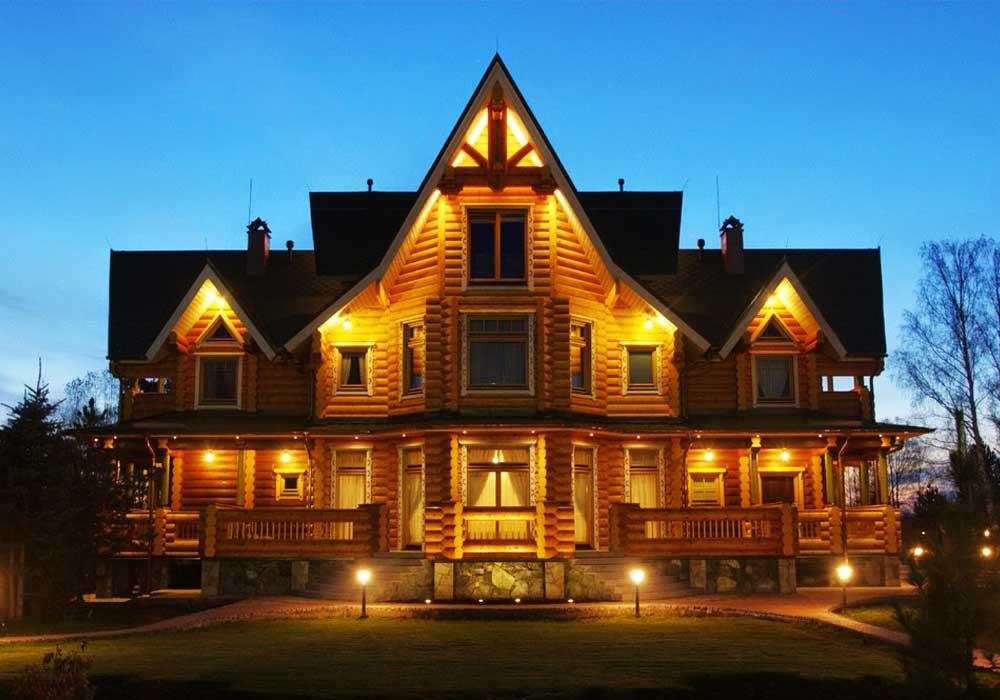 Подсветка фасада загородного дома