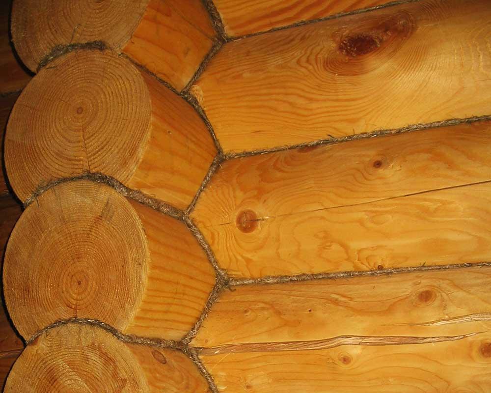 Щелевое-проветривание-через-швы-в-деревянном-доме