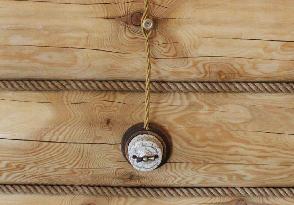 Ретро электрика в деревянном доме