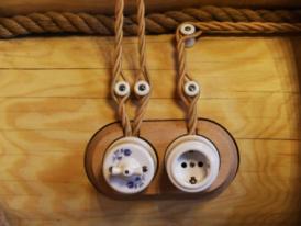 Ретро-электропроводка-в-деревянном-доме