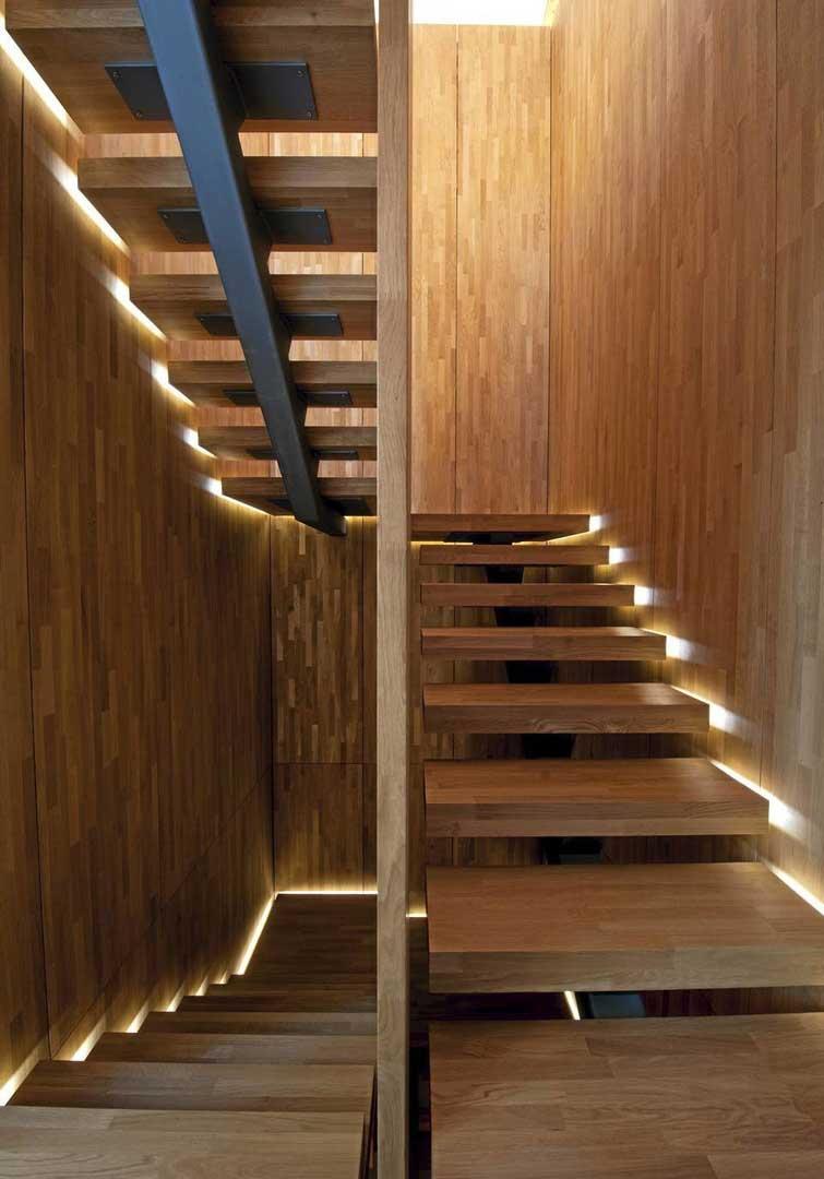 Освещение лестницы на второй этаж фото