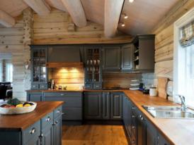 Дизайн-кухни-в-деревянном-доме